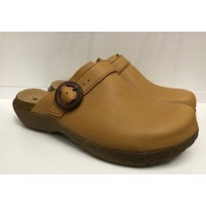 El Naturalista Ladies Wakatiwai Soft Grain Leather Curry Clogs